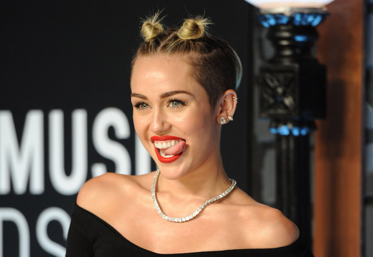 Miley-Cyrus-just-loves-to-bite-her-tongue