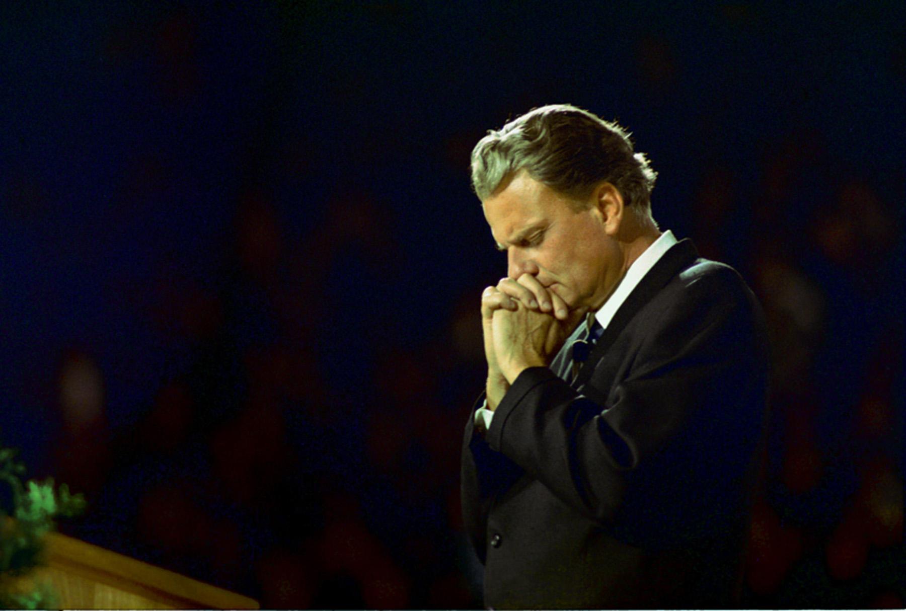 billygraham-praying